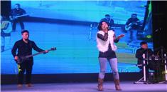 女歌莉娜合肥DJ活动现场演唱视频