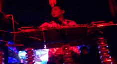 DJ张生广东百度酒吧现场打碟视频