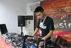 皇族山东DJ学员王科打碟练习图片