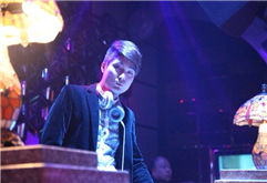DJ学员羽泽酒吧帅气打碟照片
