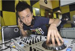 滁州DJ学员高睿打碟练习照片