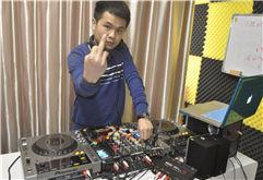 阳江DJ学员洛基打碟练习照片