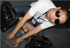 山东DJ学员高洋打碟练习图片