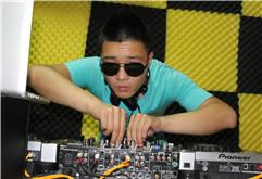 晋城DJ学员任伟打碟练习照片