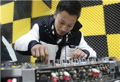 连云港DJ学员王健打碟图片集