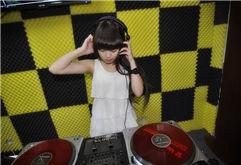濮阳DJ学员小美打碟照片