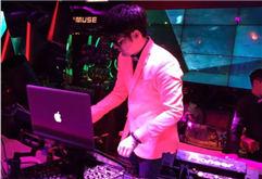 DJ小波合肥Muse酒吧现场打碟照片