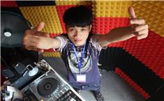 皇族DJ学员丁仔打碟练习照片