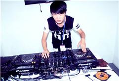 皇族DJ阿颜帅气打碟照片