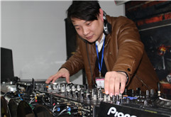 安徽金寨DJ学员陈茂林打碟照片