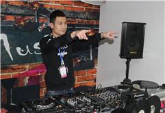 皇族DJ学员王泽枫练习现场照片