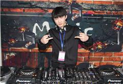 2017皇族DJ学员张晓伟打碟照片