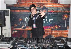 浙江温州DJ学员徐达打碟练习照片