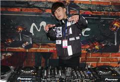 皇族DJ学员沈晨波打碟练习照片