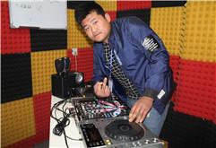 皇族DJ学员蒋泽坤打碟练习照片