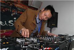 河南信阳学员DJ俊杰打碟练习照片