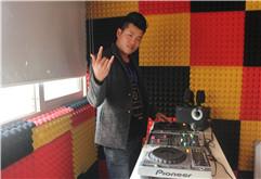 贵州DJ学员姚通打碟练习照片