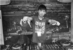皇族DJ学员陈安孔打碟练习照片