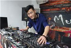 皇族DJ学院已光荣毕业学员肖飞照片集