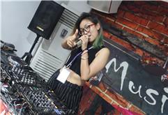 皇族美女DJ学员程美娇毕业照片
