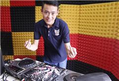 贵州毕节DJ学员王炫越打碟练习照片