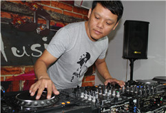 河北邢台DJ学员蒋俊良打碟练习照片