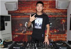 山东威海DJ学员杨戴维打碟练习照片
