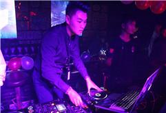 皇族DJ学院学员DJ K1现场打碟照片