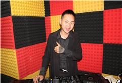 云南昆明DJ学员龚阿平打碟练习照片