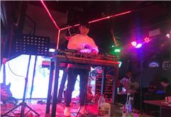 皇族DJ学员胡斌酒吧现场打碟视频