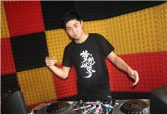 皇族DJ学员张应龙打碟练习照片