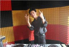 河南周口DJ学员肖云龙打碟练习照片