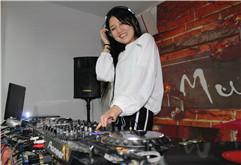 山东菏泽DJ学员林雪打碟练习照片