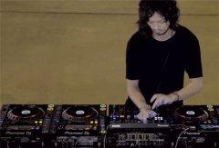 带你们来看看大神DJ是怎么打碟的