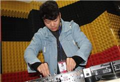 河南驻马店DJ学员李想打碟练习照片