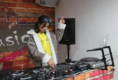 皇族DJ学员舒文打碟练习照片