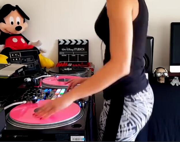 谁说女DJ不如男DJ的?这个你会吗?