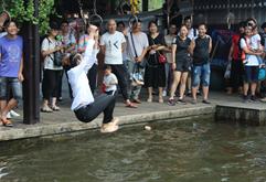 皇族DJ学员戏水池狂欢照