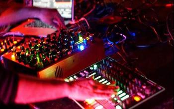 将鼓机、合成器与DJ Set同