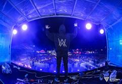 国外实力DJ电音节现场打碟视频