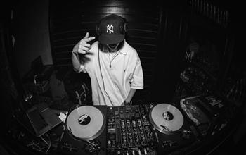 学完DJ只能在酒吧上班吗?