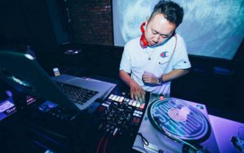 哪个DJ学校比较专业?