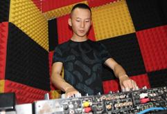 皇族DJ甘肃学员薛姜龙打碟照片