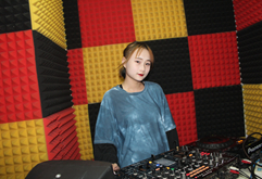 盐城DJ学员闵婉玉打碟练习照片