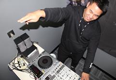 皇族DJ长沙学员唐小松打碟练习照片