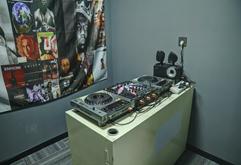 皇族DJ学院练习训练室A区机房