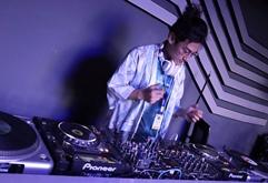 浙江杭州DJ学员安慰打碟练习照片
