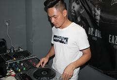 皇族DJ广西学员王灰打碟练习照