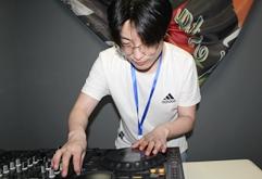 山西吕梁DJ学员田昊打碟练习照片