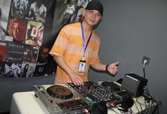 广州DJ学员李金鑫打碟练习照片